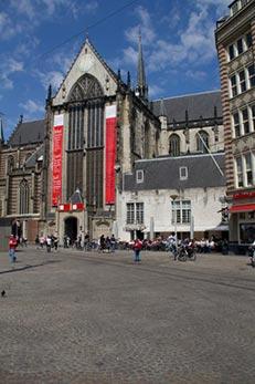 Foto Nieuwe Kafé aan de Dam onder de Nieuwe Kerk